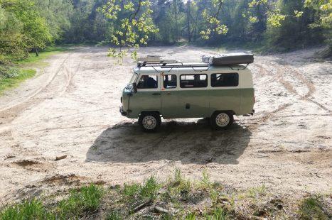 Steel-wheels-Bukhanka-groen-wit-opgepakt-kuil-lm