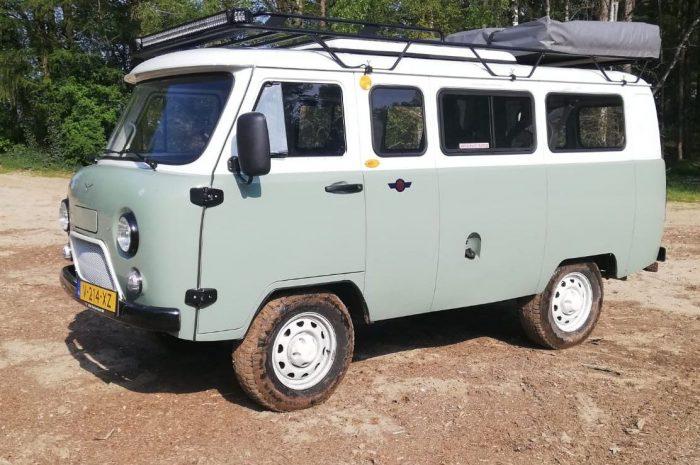 Steel-wheels-Bukhanka-groen-wit-opgepakt-kuil-lv-geknipt-4x3