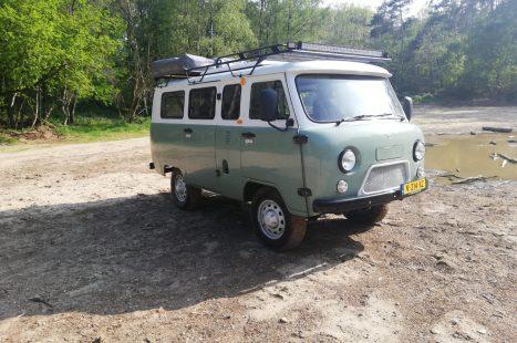 Steel-wheels-Bukhanka-groen-wit-opgepakt-kuil-rv