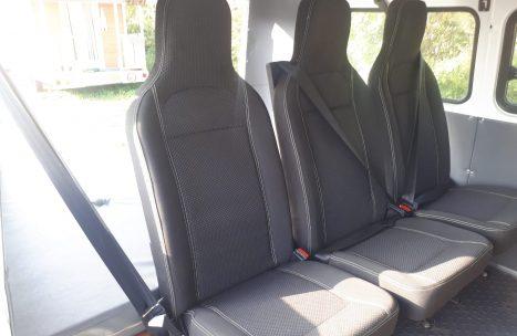 Steel-wheels-Bukhanka-groen-wit-zitplaatsen-achterin